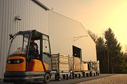 Unser Routenzugsystem optimiert den Materialfluss innerhalb der Produktion